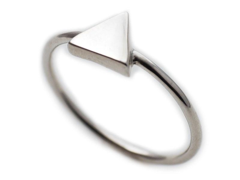 anillo triángulo plata